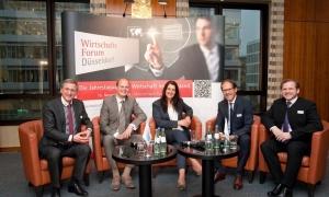 Prof.Dr. Gerhard Nowak, Nico Lüdemann, Inga Knoche, Christoph Kämpfer und Elmar Niederhaus beim Wirtschaftsforum 2016